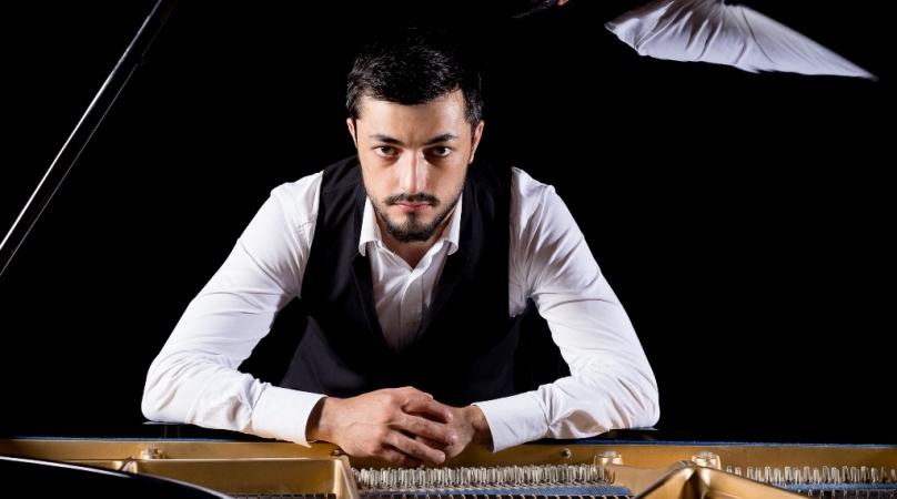 Роберт Алиев