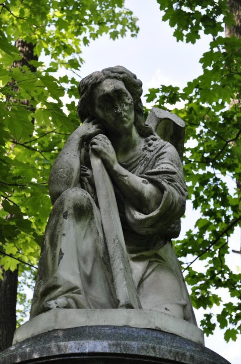 Надгробие Ю. А. Штиглиц, урождённой Грейг, на Смоленском кладбище г. Санкт-Петербурга