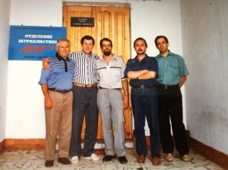 А. Л. Факторович (в центре) с соратниками по цеху