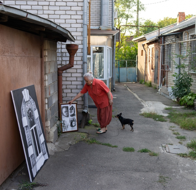 Подготовка экспозиции современного искусства для выставки на площадке «Арт-двор»