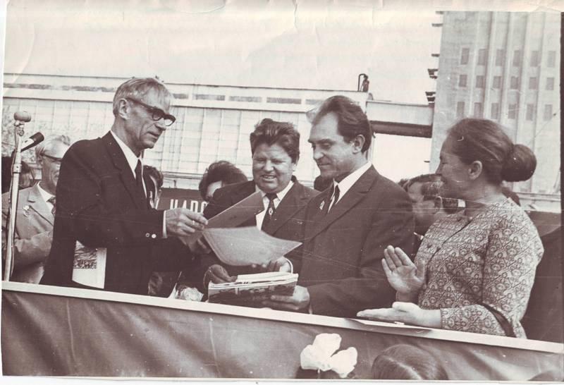 Открытие мемориала Кондратюку на Крыловском элеваторе, 1973 г.