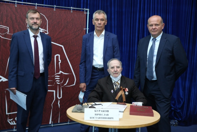 Вячеслав Бураков и представители банка «Кубань Кредит»